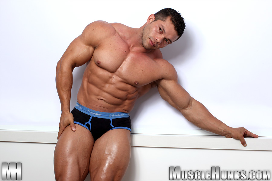 Naked muscle angel — pic 12