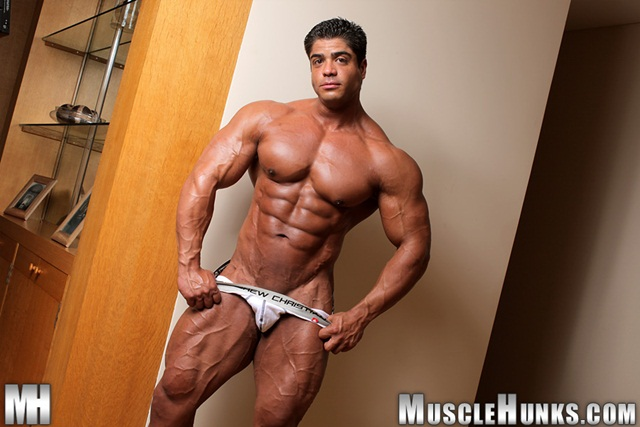 Muscle Hunks - Brutus Di Fino Gallery