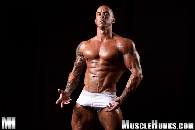 Muscle Hunks: Naked bodybuilder Vin Marco jerks 10 inches, multiple cumshots!