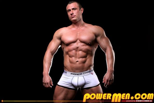 Muscle hunk Carl Payne at Powermen