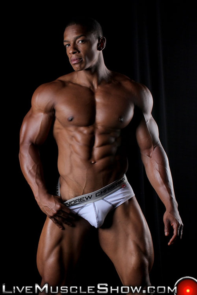Chat online with Tyson Kobie at Live Muscle Show