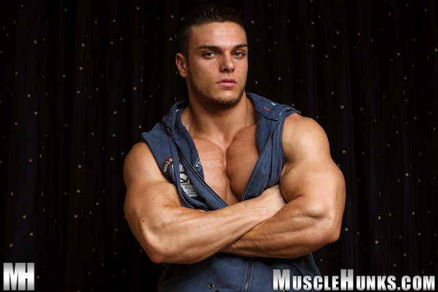 Naked muscle bodybuilder Kevin Conrad at Muscle Hunks
