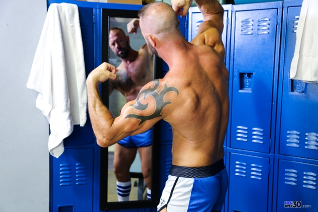 Men-Over-30-nude-bodybuilder-muscle-hunk-Vic-Rocco-locker-room-ass-fingers-tight-smooth-hole-005-male-tube-red-tube-gallery-photo