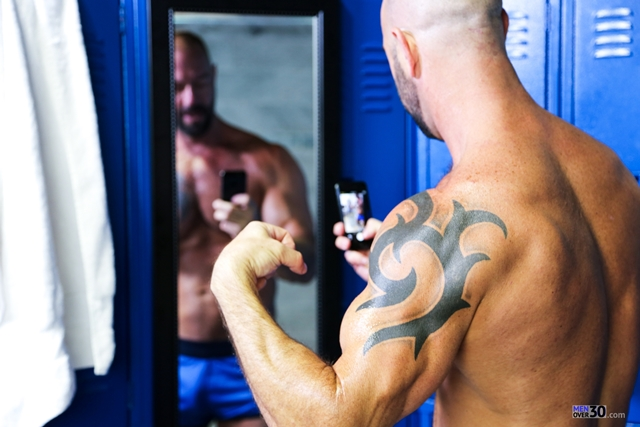 Men-Over-30-nude-bodybuilder-muscle-hunk-Vic-Rocco-locker-room-ass-fingers-tight-smooth-hole-006-male-tube-red-tube-gallery-photo
