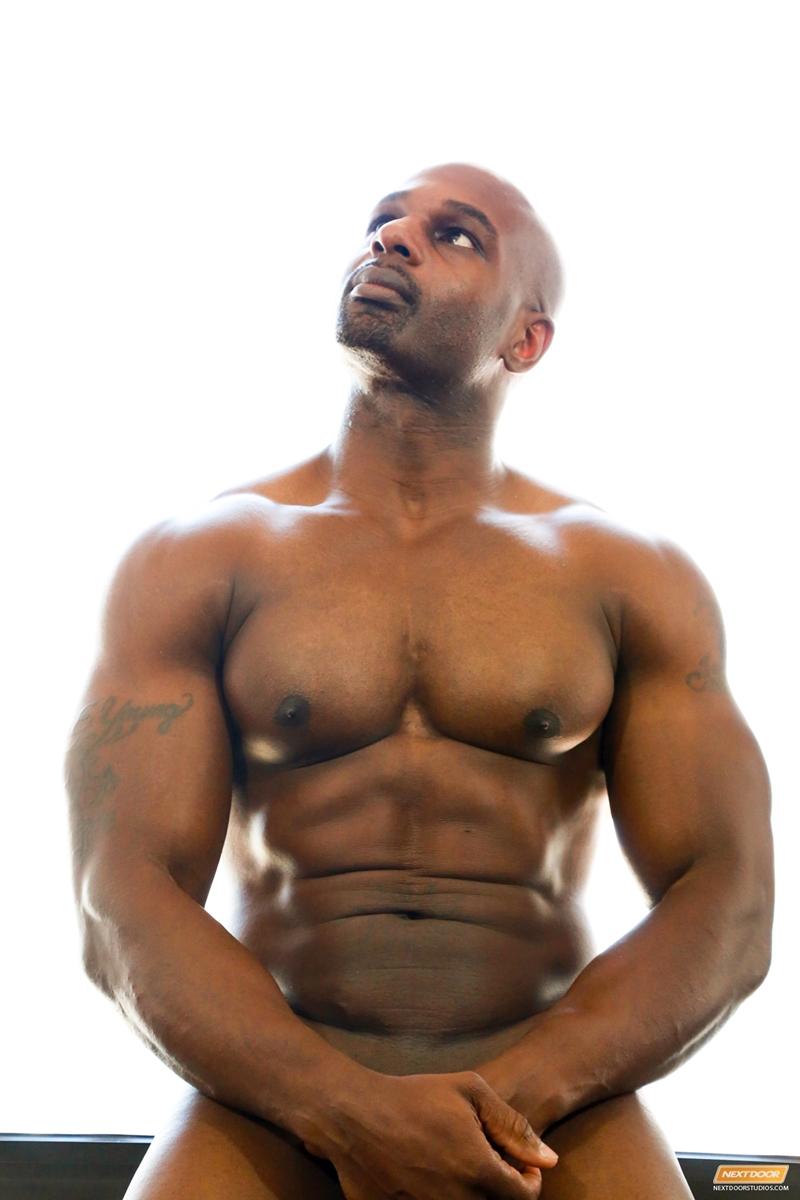 mans-nudes-black-video-oil