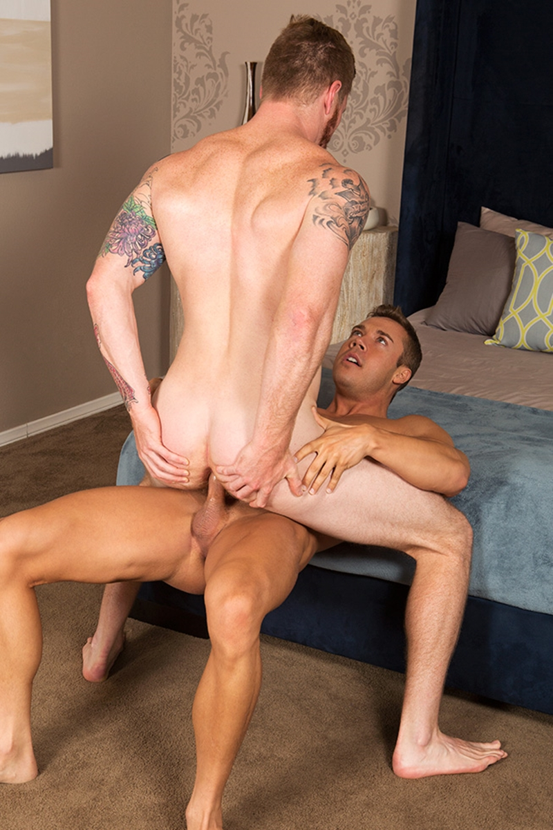 Handsome stud gets ass pluged