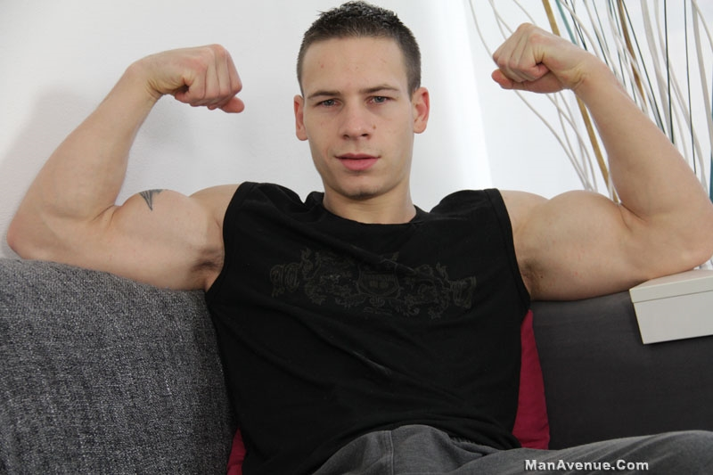 Newcummer Dick Kassle is one hot muscle guy pays with his hard erect dick