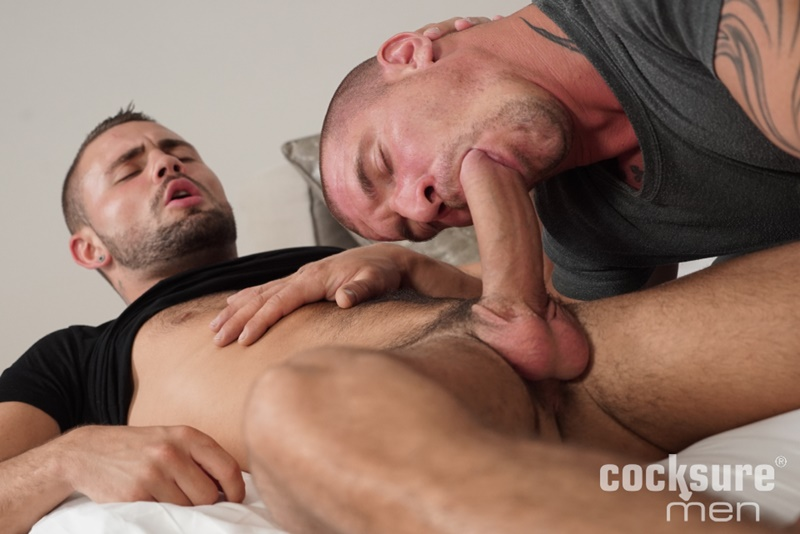 Sexy dude Max Bourne bareback fucks Geoffrey Lloyd's tight asshole